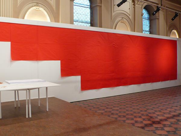 Vues de l'exposition <i>Red Room</i>, Chapelle du Carmel, Chalon-sur-Sâone, 2007