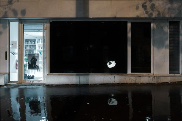 Olivier Nottellet, Farine-Feutrine, intervention dans la vitrine du FRAC Île-de-France / Le Plateau, 2011