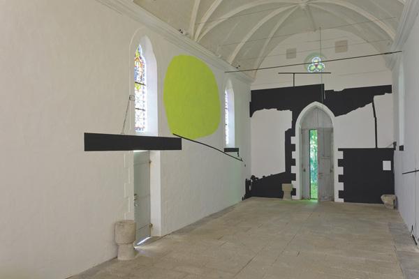 Vue de l'exposition L'art dans les chapelles, 2011