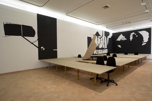Olivier Nottellet, vue de l'exposition, Du vent dans les cordes, Cajarc, 2006