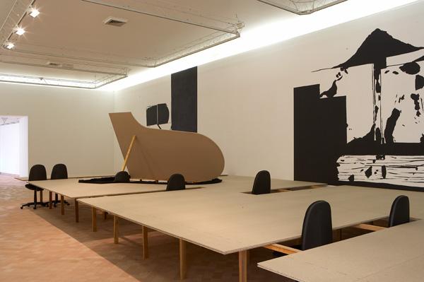 Vue de l'exposition, Du vent dans les cordes, Cajarc, 2006