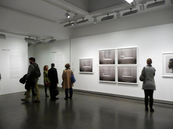 Entre centre et absence, vue d'exposition, Le Bal, Paris, 2012