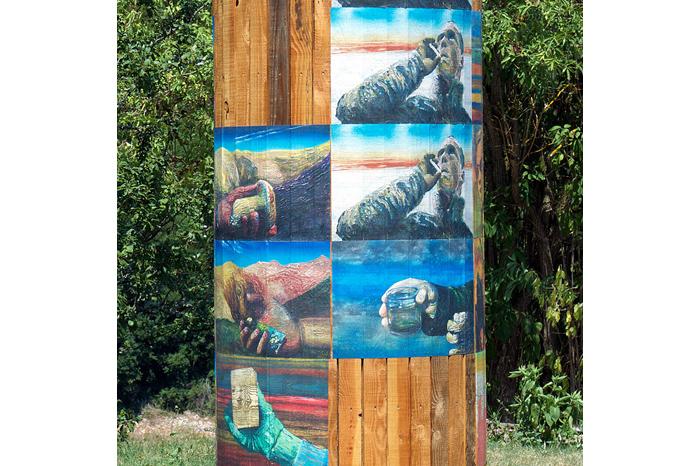 Planches, roue de charrette, affiches, 140 x 140 x 300 cm