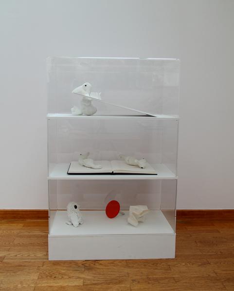 Peluches, carton, bois, papier, peinture, plexiglass
