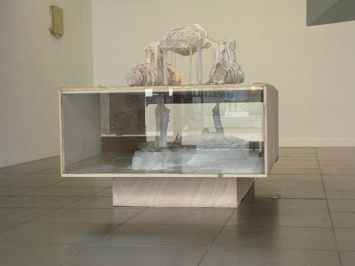 <i><b>é</b></i>, bois, cire, papier cristal et verre, 160 x 100 x 104 cm