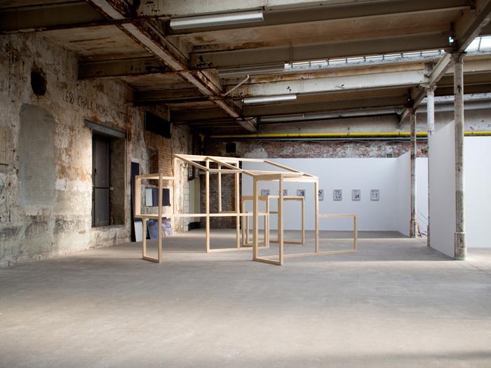 <i><b>Pli/Dépli</b></i>, 2015, Structure bois, 2,24 x5,50x3,75 m - Collection Institut d'art contemporain, Villeurbanne/Rhône-Alpes