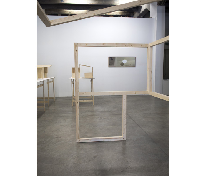 Au mur : <i>Untitled light</i>, photographie, 49 x 137 cm, 2019
