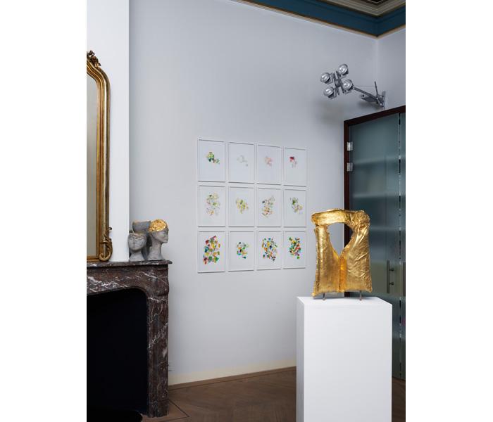 Sculptures : Boris Chouvellon, <i>Le trésor des naufragés</i>, 2014-18 & <i>Les petites mains</i>, 2016-18</br>Dessins : Mengzhi Zheng, <i>Plissements</i>, 2018</br>Photo : © G.J. van Rooij